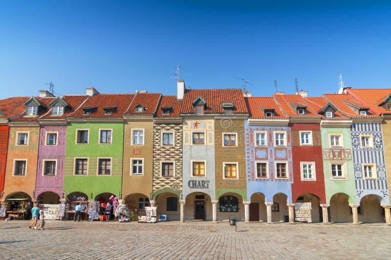 房子五颜六色的门面行波兹南的老中央集市广场,波兰 图库摄影