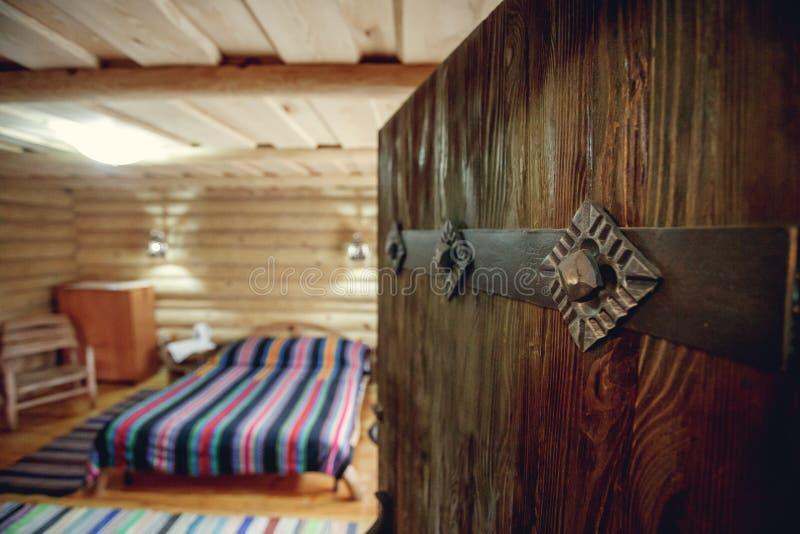 房子内部现代 房子的客厅零件 背景的抽象迷离卧室内部 舒适卧室内部现代的 免版税库存照片