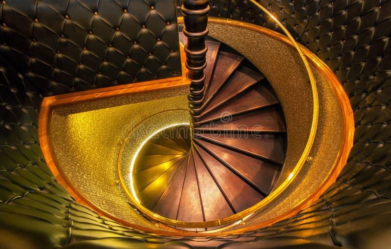 从房子内部的螺旋台阶 免版税图库摄影