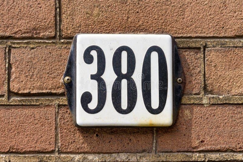 房子号码三百和八十380 免版税库存照片