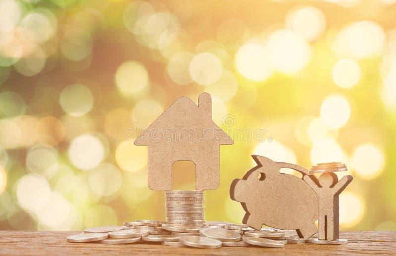 房子模型有硬币的 免版税图库摄影
