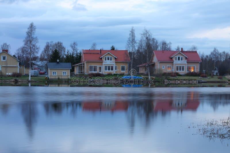 房子湖岸 库存图片