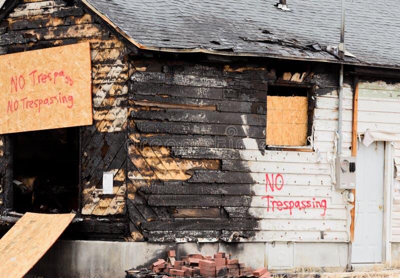 房子火的后果 免版税库存图片