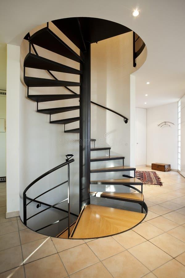 房子现代螺旋形楼梯 免版税库存图片