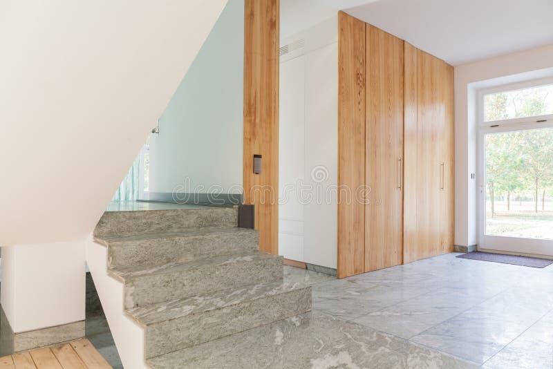 房子现代台阶 免版税库存图片