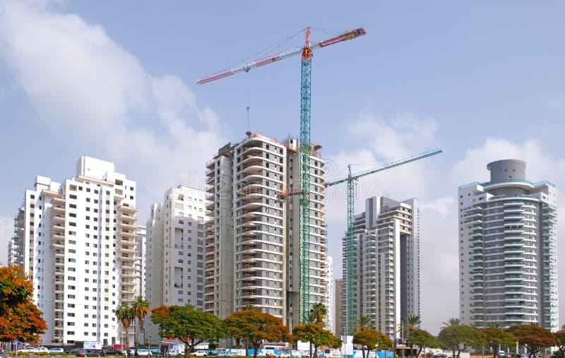 房子的住宅建设在城市霍隆的一个新的区域在以色列 免版税库存图片