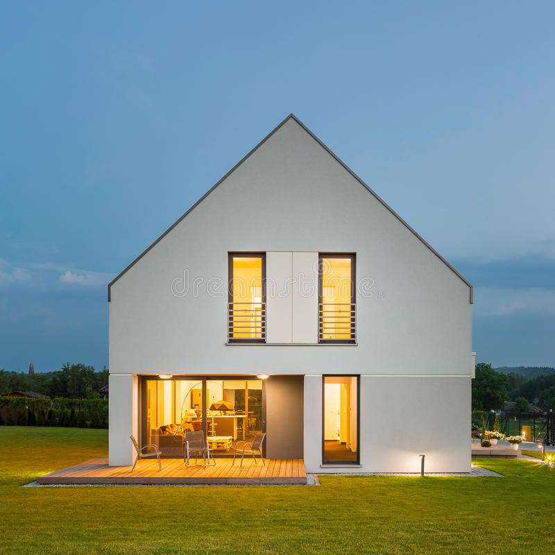 房子简单的白色 库存照片