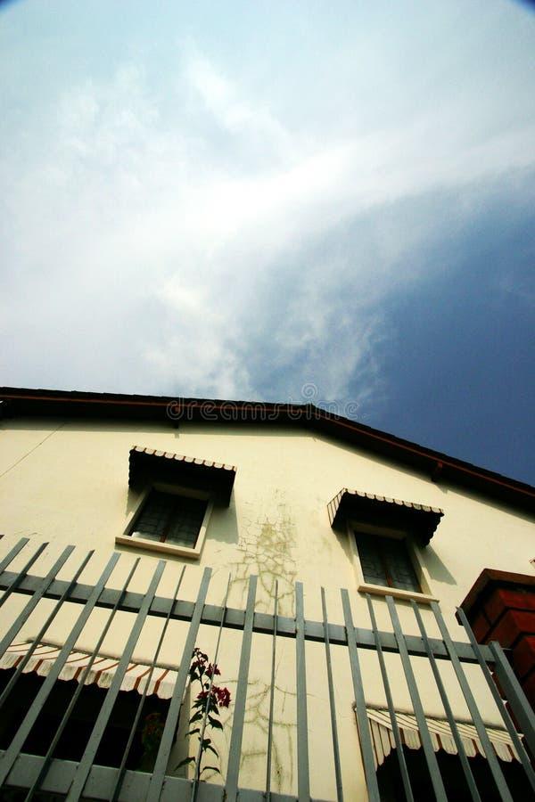 房子老天空热带下面 库存照片
