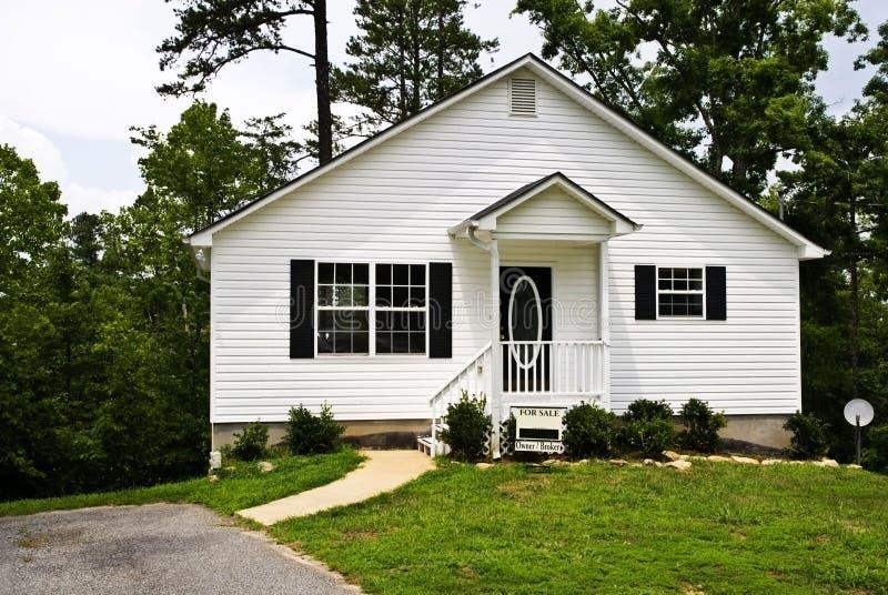 房子销售额小的白色 图库摄影