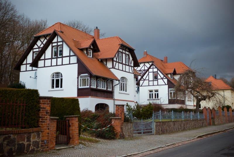 房子 街道在德国村庄 库存照片