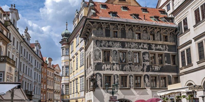 """房子""""At在布拉格老镇中心的Minute† 免版税库存图片"""