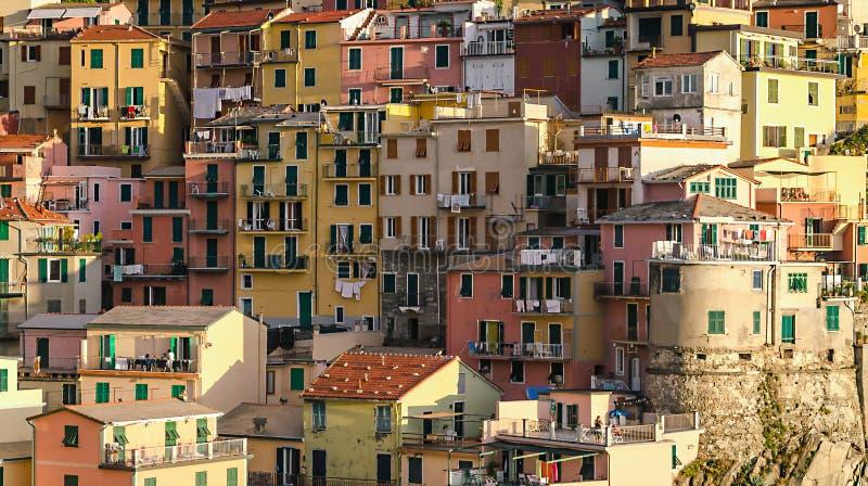 房子Manarola村庄在五乡地,意大利 图库摄影