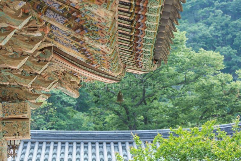 房檐,寺庙,传统韩国样式建筑学 免版税图库摄影