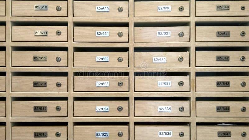 所有把计算办公室过帐的闭合的数字装箱三 库存照片