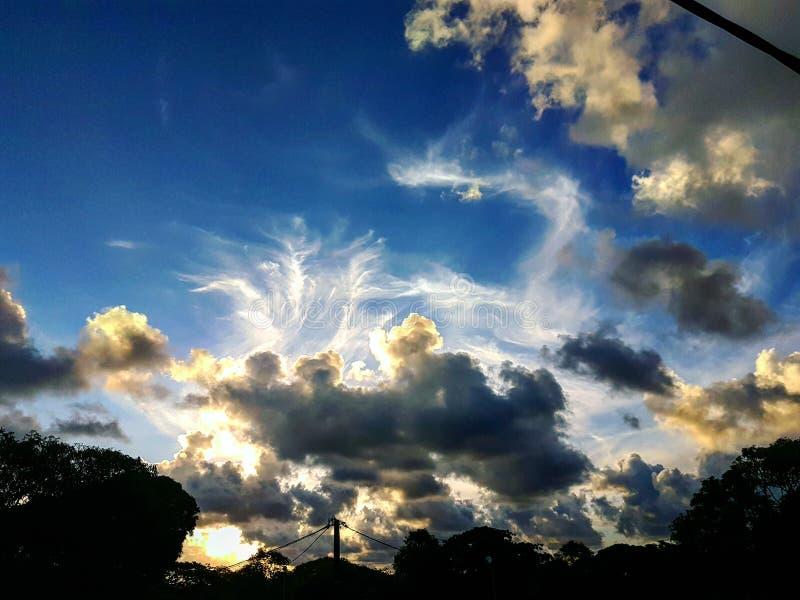 所有美好的天需要美好的日落 免版税库存照片