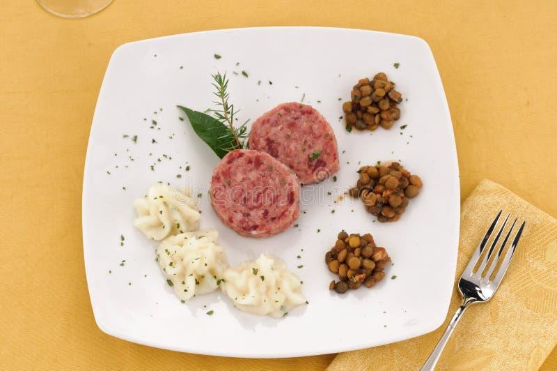 Download 扁豆捣碎了猪土豆s小跑步马 库存照片. 图片 包括有 餐馆, 蔬菜, 意大利语, 猪肉, 荷兰芹, 土豆 - 22350334