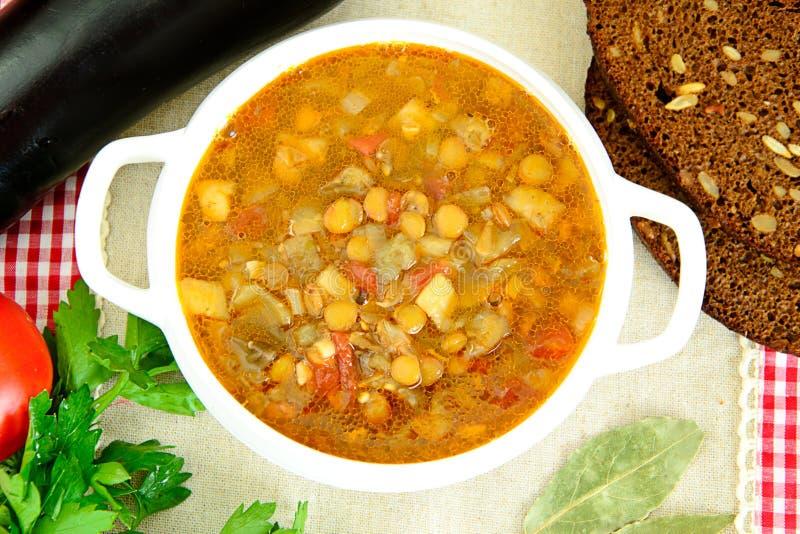 Download 扁豆汤用茄子、蕃茄和葱 库存照片. 图片 包括有 中间, 膳食, 美食, 健康, 自创, 大蒜, 茄子, 扁豆 - 62530296