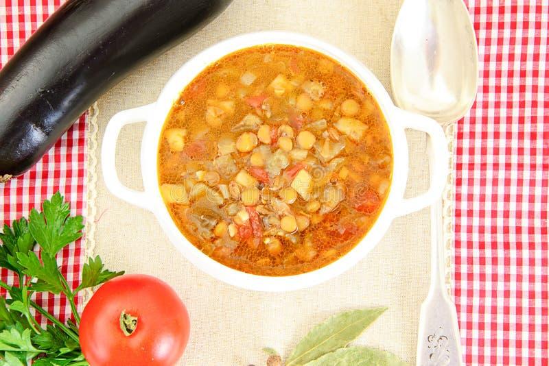 Download 扁豆汤用茄子、蕃茄和葱 库存照片. 图片 包括有 蔬菜通心粉汤, 烹调, 荷兰芹, 豆类, 成份, 膳食 - 62530298