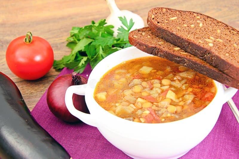 Download 扁豆汤用茄子、蕃茄和葱 库存图片. 图片 包括有 膳食, 美食, 生气勃勃, 颜色, 餐巾, 饮料, 荷兰芹 - 62530337