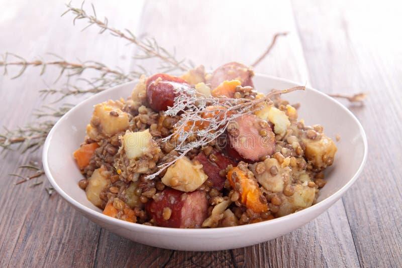 扁豆炖煮的食物 免版税图库摄影