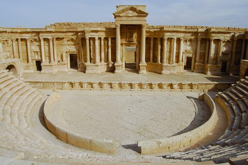 扇叶树头榈破坏圆形露天剧场-在南北战争前的叙利亚 库存图片