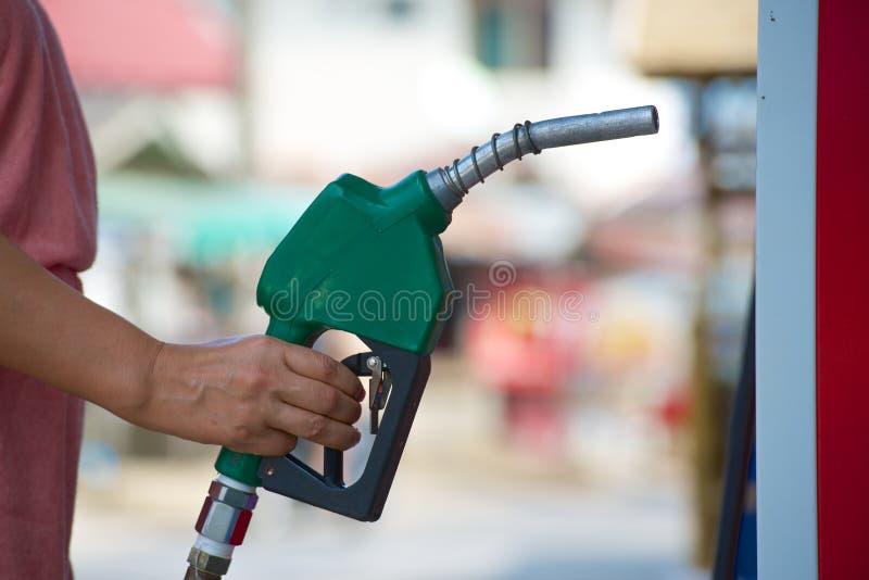 手中的燃料管 免版税库存图片