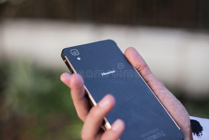 手中HiSense的电话 免版税库存图片