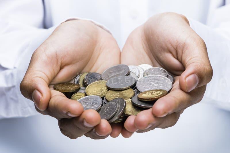 手举行硬币的图象 免版税库存照片