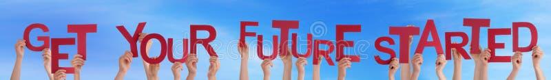 手举行词得到您的未来开始的蓝天 库存图片