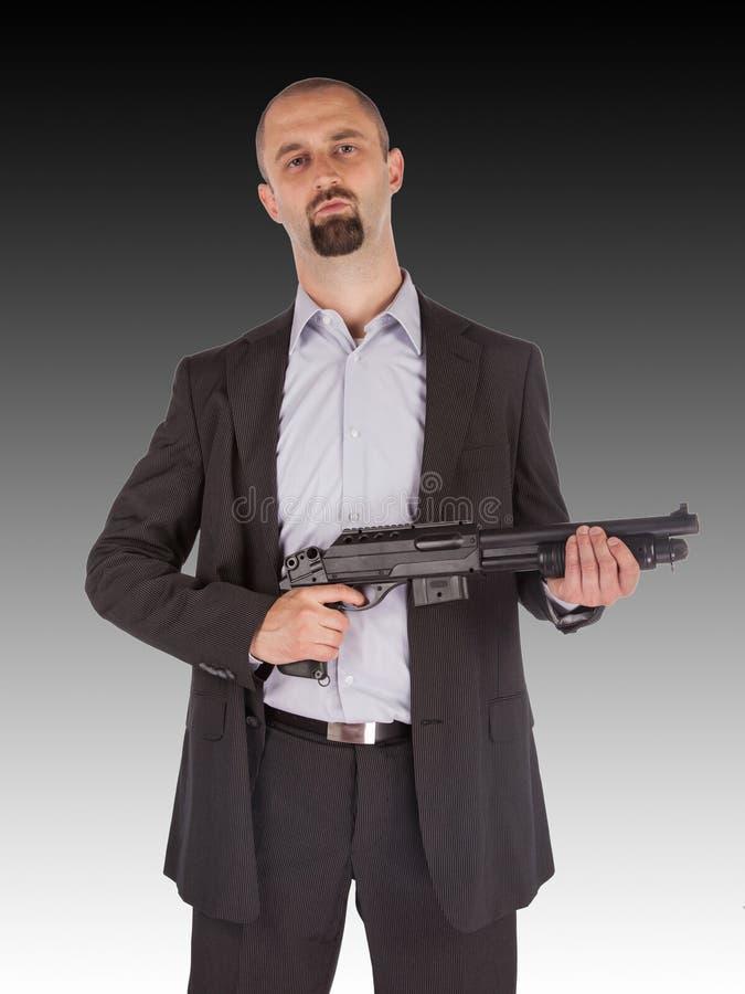 黑手党人拿着一把猎枪 免版税库存图片