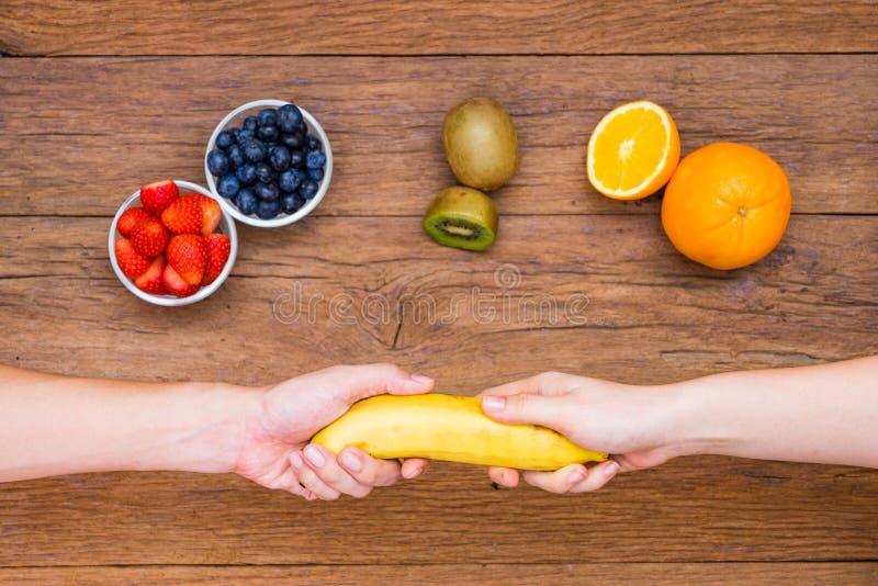 手公平交易香蕉 库存照片