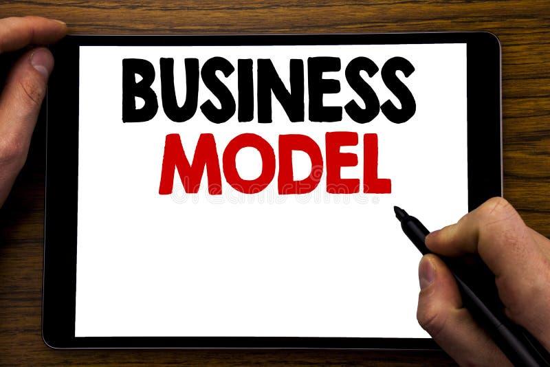 手写公告文本演艺界模型 在片剂膝上型计算机写的方案战略计划的企业概念,木 库存例证