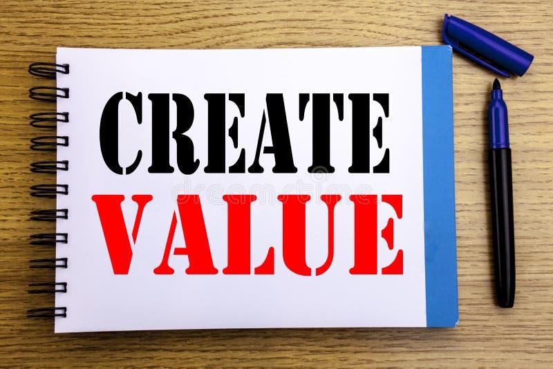 手写公告文本陈列创造价值 创造的在笔记薄便条纸backgro写的刺激企业概念 免版税库存图片