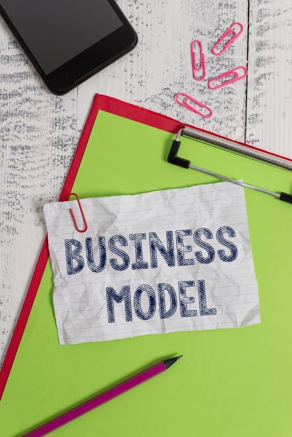 手写文本业务模式 辨认收入来源的概念意思计划关于怎样做赢利剪贴板纸 库存图片