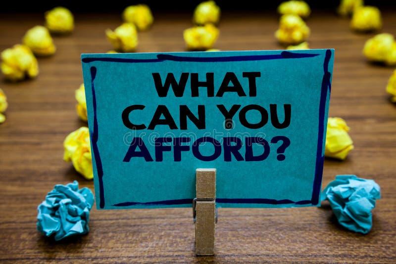 手写文本什么可能您买得起问题 概念意思给我们您的金钱模糊的木甲板黄色的预算可及性 免版税图库摄影