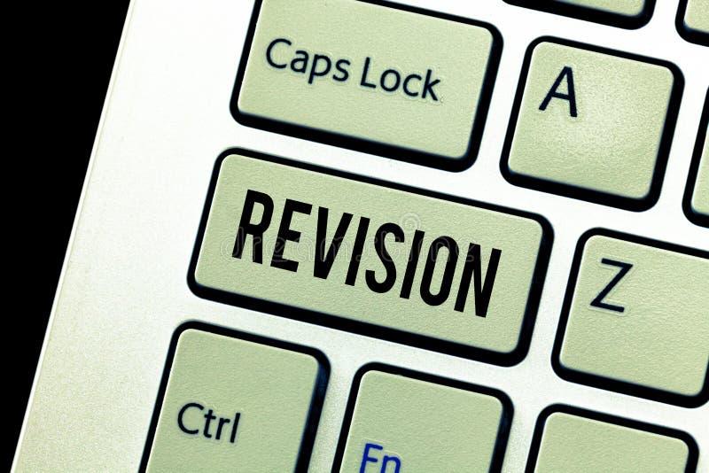 手写文本修正 概念意思修订版或形式某事修改更正的行动 库存照片