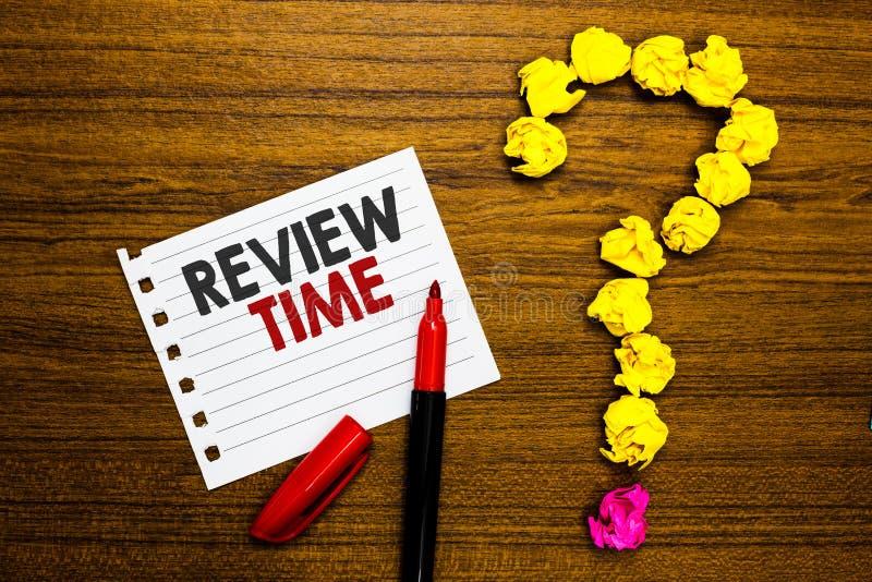 手写文本回顾时间 概念意思情况或系统它的由人当局被弄皱的纸标志的正式考试 免版税库存照片