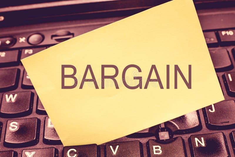 手写文本文字交易 概念意思谈判交易的期限和条件请求折扣 图库摄影