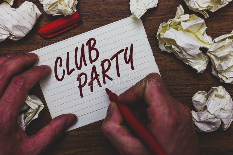 手写文本文字俱乐部党 意味社会汇聚的概念在是不拘形式的,并且可能有饮料人藏品的地方 免版税库存图片