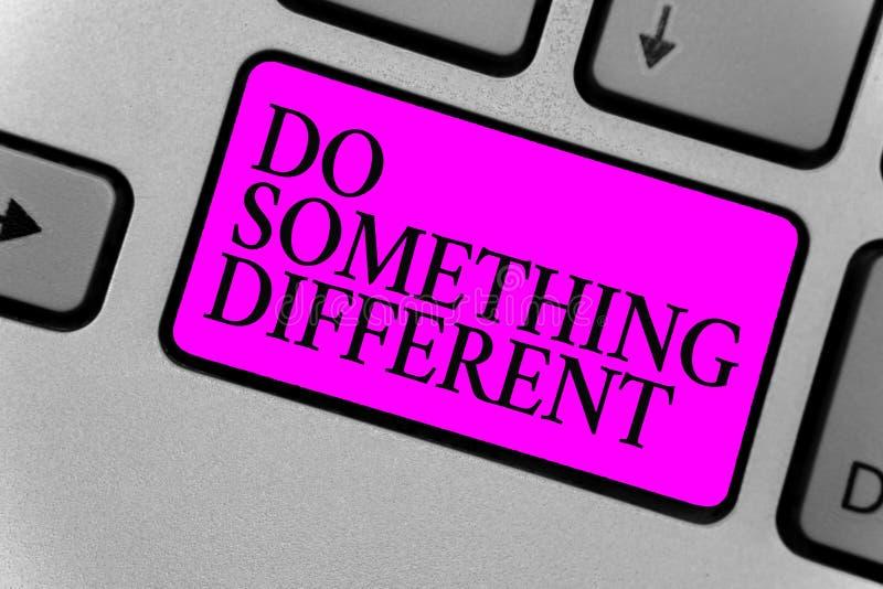 手写文本文字做不同的事 概念意思是独特的认为在箱子外面有某一乐趣计算机程序 免版税库存照片