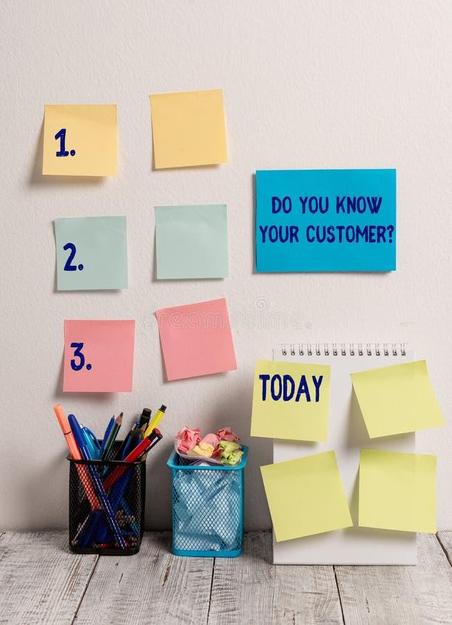 手写文本文字您认识您的顾客问题 意味服务的概念辨认有相关的客户 免版税库存图片