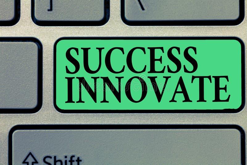 手写文本文字成功创新 概念意思使组织能适应对市场力量 库存照片