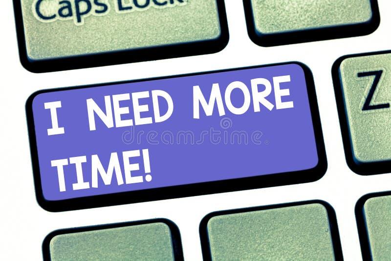 手写文本文字我需要更多时间 需要附加小时的概念意思完成工作被用尽的疲乏的键盘 库存图片