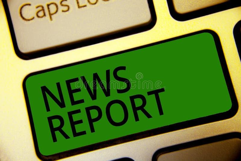 手写文本文字新闻报告 一个观察了键盘绿色事的概念意思讲话的或书写 免版税库存图片