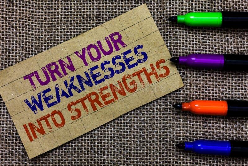 手写文本文字轮您的弱点到力量里 概念在您的得到袭击他们纸板的瑕疵的意思工作 库存照片