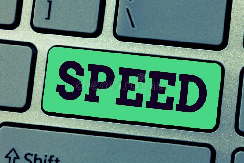 手写文本文字速度 概念某人或某事移动的平均率操作齿轮ratapp商店 免版税库存图片