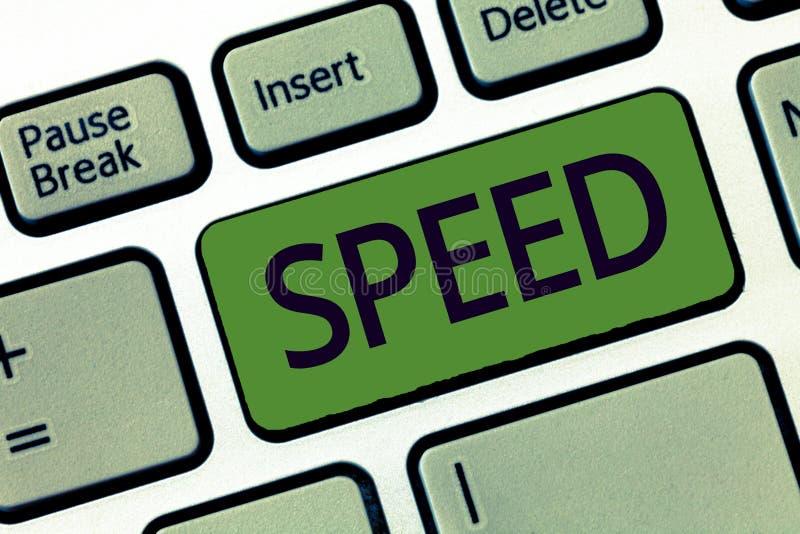 手写文本文字速度 概念某人或某事移动的平均率操作齿轮ratapp商店 库存照片