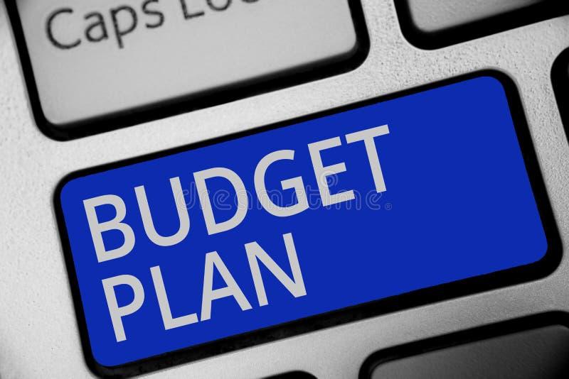 手写文本文字预算计划 通常意味财政日程表一个被定义的时期的概念年键盘蓝色k 免版税图库摄影