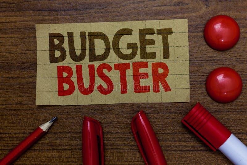 手写文本文字预算钉头切断机 意味无忧无虑的消费的概念讲价过度花费纸板m的多余的购买 免版税库存图片