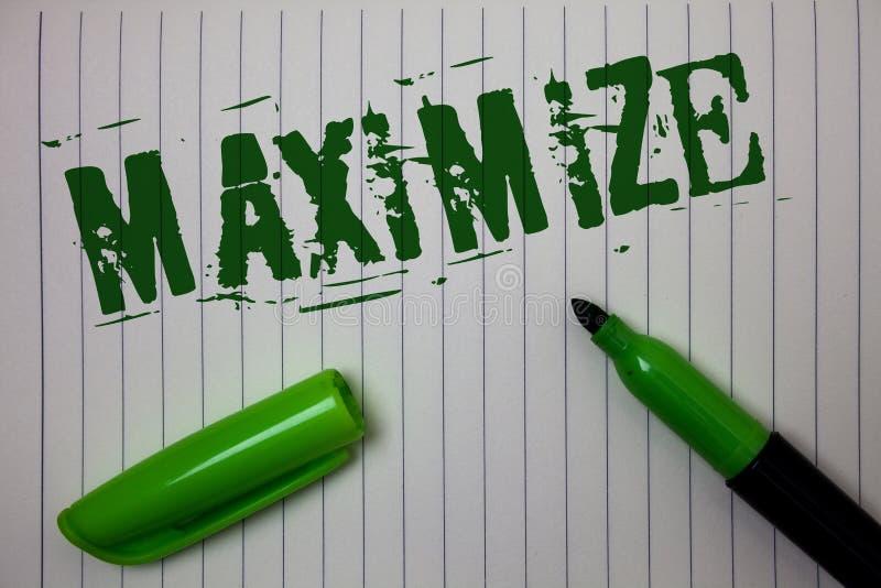 手写文本最大化 概念意思增加到最了不起的可能的数额或程度做更大的Linned纸背景 免版税库存照片